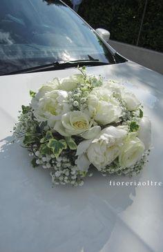 Fioreria Oltre/ Wedding car decoration/ Peonies, roses, baby's breath