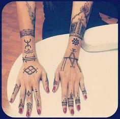 #berberegirl #dz #tattoos #berbertattoo #bylkagirl #kabyles #berbere #amazighe #algerienne #algerian - la_beaute_kabyle_eternelle