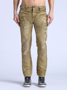 Diesel has great jeans (a little pricey) if you want to look stylish for a night on the town with some friends Denim Jeans Men, Jeans Pants, Blue Jeans, Khaki Pants, Trousers, Jogg Jeans, Armani Suits, Casual Outfits, Men Casual
