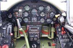 "Chance Vought F4U-4 ""Corsair"": Cockpit des Jagdflugzeugs aus dem Zweiten Weltkrieg"