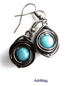 Boucles d'oreille nids cuivrés avec jade turquoise  : Boucles d'oreille par adrimag