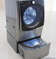 LG Washing Machine with 2nd chamber to wash delicate clothes