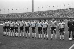 La formación de la Argentina ante Corea, de izquierda a derecha: Burruchaga, Valdano, Garré, Giusti, Batista, Brown, Ruggeri, Pasculli, Clausen, Pumpido y Maradona. Foto: LA NACION / Antonio Montano