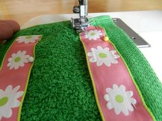 Step-by-step directions with pictures on how to make a towel wrap. Sewing Hacks, Sewing Tutorials, Sewing Projects, Make Your Own, Make It Yourself, How To Make, Diy Body Wrap, Essential Oil Candles, Spa Towels