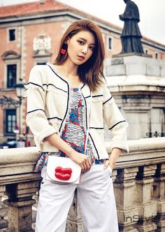 Sooyoung worked with Spanish apparel company 'BIMBA Y LOLA' for her InStyle photo shoot!She's the muse for the 2017 S/S season for the brand… Sooyoung Snsd, Kim Hyoyeon, Korean Girl Band, Instyle Magazine, Famous Girls, Poses, Saturday Night Live, Girl Day, Girls Generation