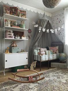 Πριν από μερικούς μήνες, μου ζητήθηκε να σχεδιάσω τα δωμάτια δύο παιδιών ως μέρος μιας ανακαίνισης σπιτιού. Παρατήρησα πόσο πολύ μου άρεσε να εργάζομαι για τα δωμάτια τους, αλλά και πόσο δύσκολο ήτ...
