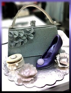 Purse & Shoe From a class I took w/James Roselle and Marina Sousa. Lots of fun, loved the outcome but it all fell apart in the ride. Handbag Cakes, Purse Cakes, Shoe Box Cake, Cake Gallery, Fun Loving, Falling Apart, Purses And Handbags, Cake Art, Fondant