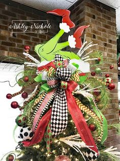 Tree Topper Or Tree Decor - Grinch Legs Christmasdecordiy Happy New Year Grinch Christmas Decorations, Christmas Door, Christmas Tree Toppers, Christmas Wreaths, Christmas Crafts, Christmas Ornaments, Grinch Ornaments, Christmas Bathroom, Snoopy Christmas