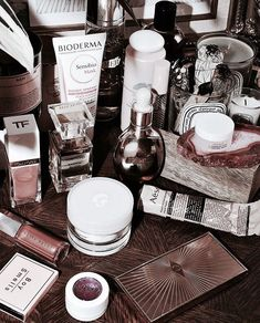 . Hipster Vintage, Style Hipster, Vintage Vibes, Cosmetics & Perfume, Makeup Cosmetics, Bioderma Sensibio, Makeup Aisle, Best Makeup Products, Beauty Products