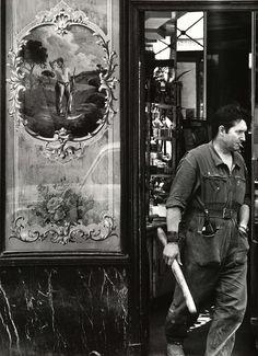 Boulangerie Rue de Poitou 1950s Paris (Robert Doisneau)