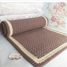 1 million+ Stunning Free Images to Use Anywhere Crochet Mat, Crochet Rug Patterns, Crochet Carpet, Knitted Pouf, Knit Rug, Crochet T Shirts, Crochet Home Decor, Crochet Handbags, Rugs On Carpet
