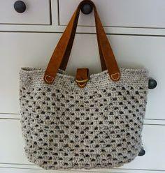 KnoopjesZ haken: Gehaakte Sas-Tas Knitted Bags, Crochet Bags, Crochet Designs, Lana, Straw Bag, Michael Kors, Pattern, Diy, Glove