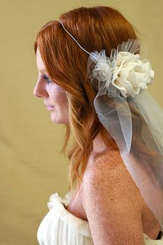 halo wedding veil... SO PRETTY. Like that it doesn't cover the head