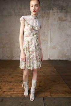 Giambattista Valli Resort 2018 Collection Photos - Vogue (Ruffle Turtleneck Floral Mini Dress)