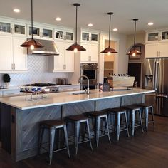 Lots of great details in this model home kitchen by @dreamfindershomesco! Oversized kitchen islands are definitely a current trend I'm seeing in new builds. Perfect for casual everyday dining and entertaining.
