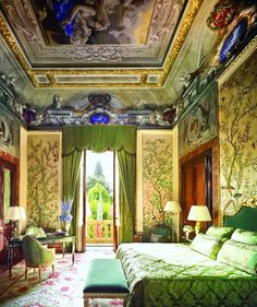Now THIS is a bedroom!   Ristorante Il Palagio del Four Seasons Hotel Firenze – Firenze – GM Patrizio Cipollini, Chef Vito Mollica | Viaggiatore Gourmet alias Altissimo Ceto! ;-)