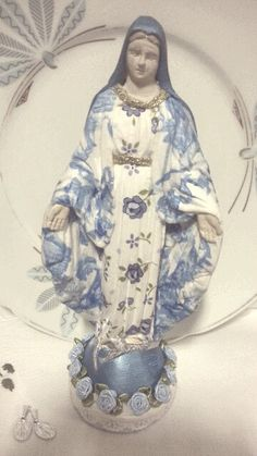 Nossa Senhora das Graças em decoupage Blessed Mother Mary, Blessed Virgin Mary, Decoupage, I Love You Mother, Kitsch Art, Saints And Sinners, Mama Mary, Holy Mary, Art Thou