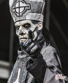 Papa Emeritus ll of Ghost Band Ghost, Ghost Bc, Metal Bands, Rock Bands, Ghost Papa Emeritus, Ghost And Ghouls, Ghost Photos, Macabre Art, Heavy Metal Music