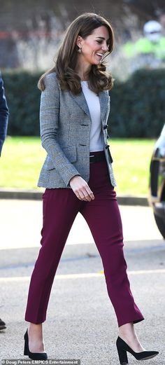 Kate Middleton joins Prince William for a charity event in London - The Duchess of Cambridge making her way inside today Source by jung_konstanze - Looks Kate Middleton, Estilo Kate Middleton, Kate Middleton Fashion, Middleton Family, Princesse Kate Middleton, Burgundy Pants, Herzog, Checked Blazer, Charity Event