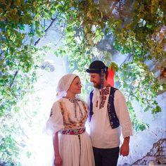 Nádherná sobotná inšpirácia od @iambirdofparadise Folklórna svadba 100 ročný pravý slovensky svadobný kroj #praveslovenske