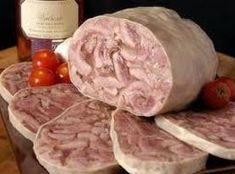 Head cheese is a pig's head meat suspended in a jellied stock. It's very delicious. Here's the full recipe. Sausage Recipes, Cheese Recipes, Pork Recipes, Game Recipes, Recipies, Recipe For Head Cheese, Pickled Fish Recipe, Charcuterie, German Sausage