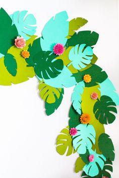 DIY Tropical Garland - Studio DIY DIY Tropical Garland teen birthday party on the theme of beach, tr Flamingo Party, Diy Party Decorations, Party Themes, Ideas Party, Birthday Decorations, Diy Ideas, Themed Parties, Diy Decoration, Decor Ideas