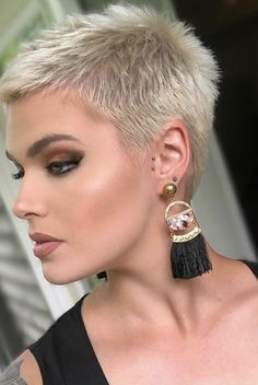 Short hairstyles for 2020 hairstyles style hair Brown Hairstyles hair Hairstyles short style Super Short Hair, Short Grey Hair, Short Hair Cuts, Short Hair Styles, Long Pixie Hairstyles, Short Pixie Haircuts, Cute Hairstyles, Costume Noir, Rides Front