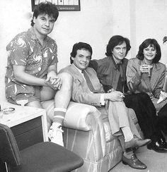 Una fotografía para el recuerdo de los años 80's juntos en su casa de discos en Ariola Juan Gabriel, José José, Camilla Sexto y Rocío Dúrcal compartiendo gratos momentos de fama y glamour.
