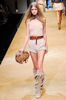 D&G Spring 2010 Ready-to-Wear Fashion Show - Mathilde Frachon
