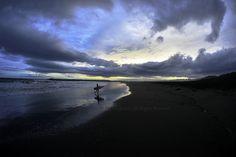 夕方雨が上がる、茅ケ崎の海岸にて