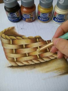 Pintando cesta. Fruit Painting, China Painting, Fabric Painting, Painting On Wood, Painting & Drawing, Decorative Painting Projects, Tole Painting Patterns, Fabric Paint Designs, Painting Lessons