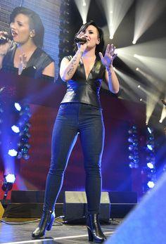 Demi Lovato in Diesel Skinzee Jeans 2014