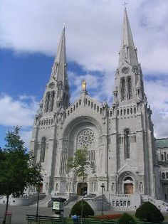 Anne's Basilica-Quebec-The most beautiful church I had ever seen on the grade French Class trip. This really piqued my interest into traveling! St Anne, Religious Architecture, Church Architecture, Architecture Interiors, Old Quebec, Quebec City, Chateau Frontenac, Church Pictures, Cathedral Church