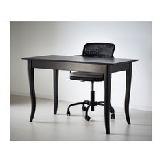trying to design our home office. I really like the gracefulness and simplicity of this desk. Not too big, either.