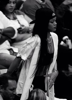 Black and white ☯ Rihanna Love, Rihanna Riri, Rihanna Style, Rihanna Casual, Rihanna Music, Estilo Hip Hop, Rihanna Outfits, Influencer, Bad Gal