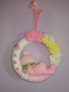 Crochet Baby, Knit Crochet, Crochet Wreath, Nursery Accessories, Valentine Wreath, Baby Wearing, Peace And Love, Free Pattern, Crochet Patterns