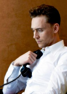 Tom Hiddleston by Tomo Brejc in 2013. Source: Torrilla. Full size image: https://i.imgur.com/puf9X9D.jpg
