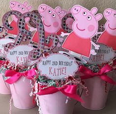 NEW Peppa Pig Centerpiece with Age and Balloon Choice por Toy Story Centerpieces, Birthday Centerpieces, Birthday Party Decorations, Birthday Parties, Party Themes, Fiestas Peppa Pig, Cumple Peppa Pig, Pig Birthday, Happy 2nd Birthday
