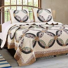 Finely Stitched Quilt Set Double Wedding Ring Patchwork 3 pcs Shams Country Pattern Bedspread Reversible Lightweight Washable Soft Bedding Oversize King Size Bed - For and upscale Country bedroom with a Romantic feel Vintage Bedding Set, Rustic Bedding, Bedroom Vintage, Modern Bedding, Simple Bedroom Decor, Stylish Bedroom, Bedroom Ideas, French Country Bedding, Modern Duvet Covers