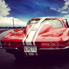 1963 was the only year for the Split-Window Coupe - and it was the first Corvette Coupe ever made. Beginning in the Corvette coupe had a one-piece rear window. Chevy, Chevrolet Corvette, Corvette C2, Hot Rods, Us Cars, Sport Cars, American Muscle Cars, Sexy Cars, Amazing Cars
