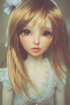 The more I see this sculpt the more I am sure I want a minifee Chloe. She's just so pretty.