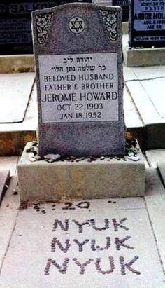 """""""Curly"""" (1903 - 1952) : Jerome """"Curly"""" Howard, nacido como Jerome Lester Horwitz (22 de octubre de 1903 - † 18 de enero de 1952)   Fue el más famoso de Los Tres Chiflados, grupo que integró con su hermano Moe y su amigo Larry.  Se unió a los Chiflados en 1932 cuando su hermano Shemp dejó el grupo. Una de las condiciones para entrar en él era la de afeitarse su gran bigote y raparse su larga cabellera que tenía al es"""