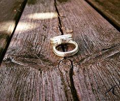 Champagnefärgad diamant tillsammans med ringmodellen BAND, handarbetade ringar i sterlingsilver. Design och arbete: Anneli Lindström, Alv Design. Se mer i vår webbutik www.alvdesign.se