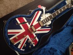 Join millions of music makers all over the world on Reverb. Find your next favorite new, used, or vintage instrument—or sell one of your own. Zona Musical, Rockn Roll, Epiphone, Man Stuff, Guitar Amp, Union Jack, Kinds Of Music, Musical Instruments, Musicals