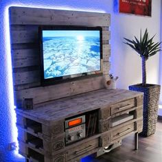 Pallet Projects - Pallet TV stand entertainment center made from old pallets and pallet wood - love the lights! Simply AMAZING DIY Pallet Projects and Pallet Furniture Ideas To Make Wooden Pallet Furniture, Farmhouse Furniture, Wooden Pallets, Wooden Diy, Pallet Wood, Industrial Furniture, Plastic Pallets, Farmhouse Bed, Farmhouse Ideas