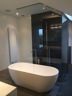 1000 images about dullcon onze projecten glazen deuren douchedeuren glazen wanden - Glas betegelde badkamer bad ...