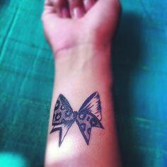 Cute and Sexy Women Tattoo Ideas - Half leopard Bow tattoos on neck catcher tattoos on neck on neck small tattoos on neck Future Tattoos, Love Tattoos, Beautiful Tattoos, Body Art Tattoos, Small Tattoos, Tattoos For Women, Bird Tattoos, Neck Tattoos, Cheer Tattoo
