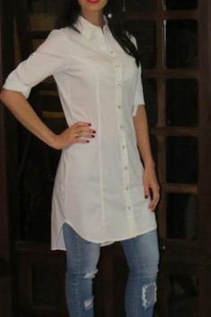 Saia Reta Lala Off White com botões frontais e detalhes na barra Short Kurti Designs, Kurta Designs Women, Blouse Designs, Kurti With Jeans, Kurti Styles, Kurta Neck Design, Sleeves Designs For Dresses, Indian Designer Suits, Mode Plus