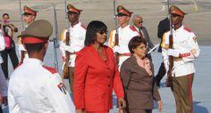 Portia Simpson-Miller (C), Primera Ministra de Jamaica, a su llegada al Aeropuerto Internacional José Martí, en La Habana, Cuba, el 26 de enero de 2014, para participar en la II Cumbre de la Comunidad de Estados Latinoamericanos y Caribeños (CELAC). AIN FOTO/Marcelino VÁZQUEZ HERNÁNDEZ