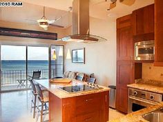 VRBO.com #623481 - Luxury Ocean Front Condo 5 Star, 20 Feet from the Water at Pikake